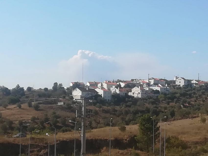 Imagem do fogo da Sabacheira vista da redação da Antena Livre